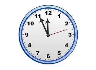Display the time on your interactive whiteboard.